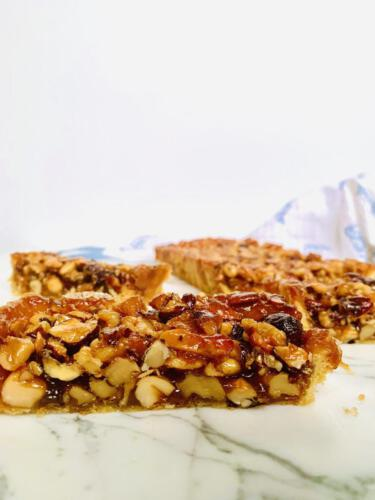 Mixed nuts caramel pie