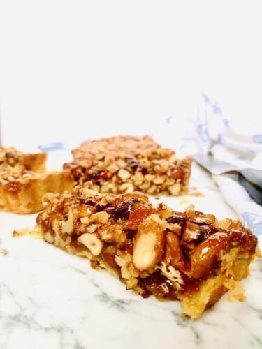 Caramel mixed nuts pie