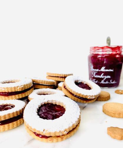 Peperkoek cookies with jam